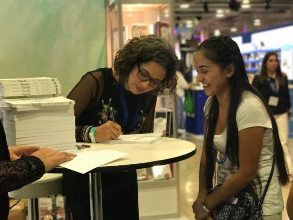 Firma de libros autora Aixa de López del libro Lágrimas Valientes