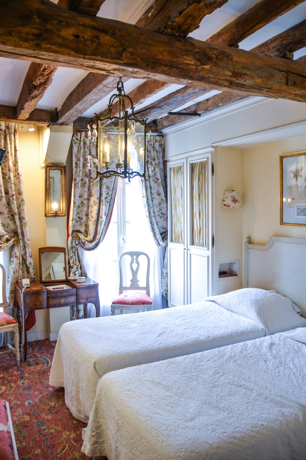 Hotel Caron de Beaumarchais in Pariss - France Travel - @lacegraceblog1