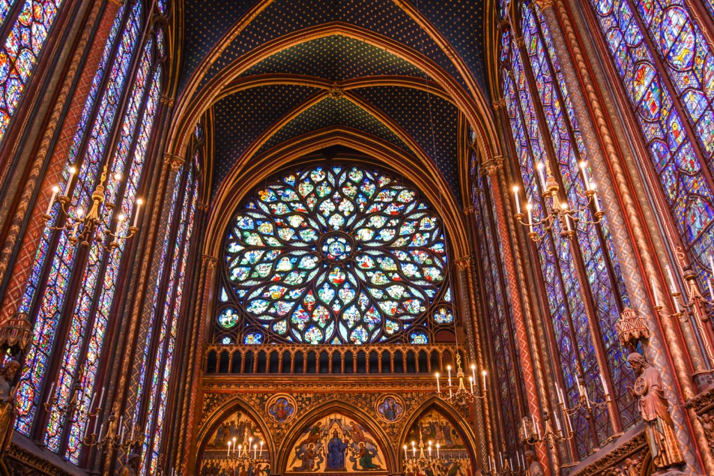Beautiful Stained Glass of Sainte Chapelle - Paris Travel - @lacegraceblog1