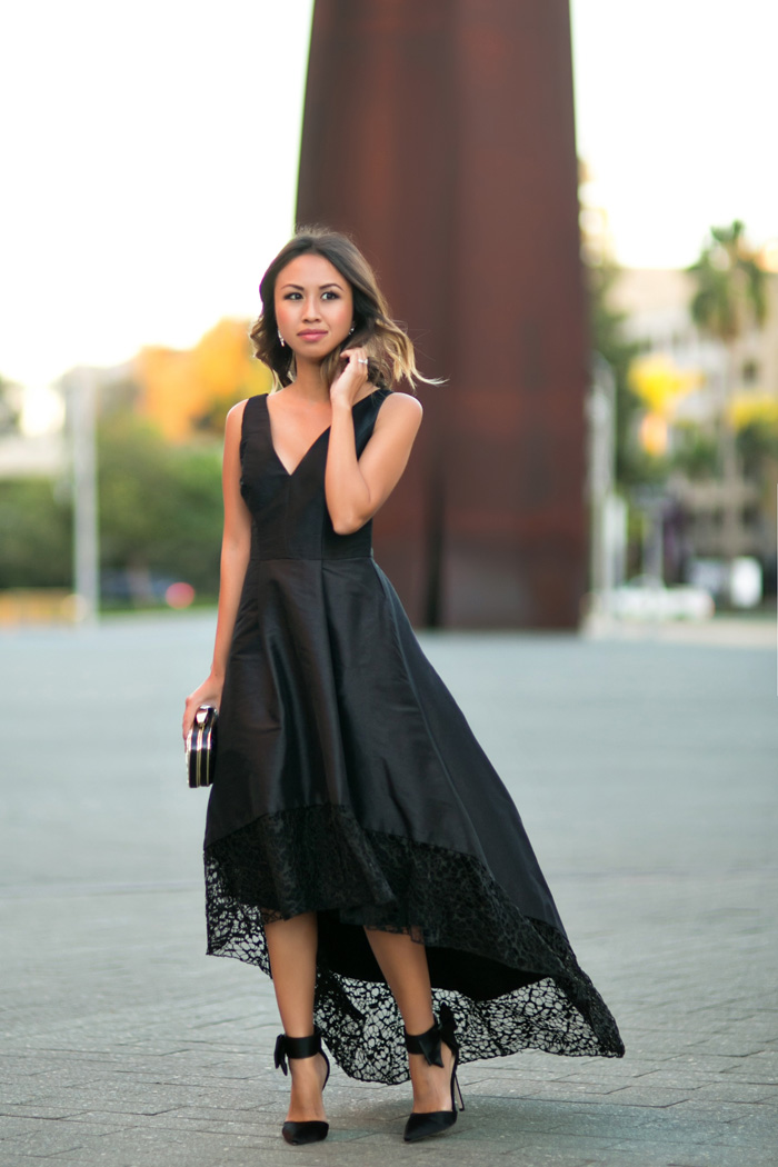 petite fashion blog, lace and locks, los angeles fashion blogger, black holiday dress, rent the runway discount, monique lhuillier holduday dress, bow heels, holiday outfit ideas