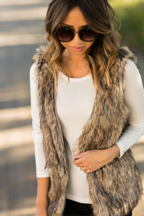 petite fashion blog, lace and locks, los angeles fashion blogger, oc fashion blogger, winter fashion, uniqlo fashion, winter layering, heattech, faux fur vest