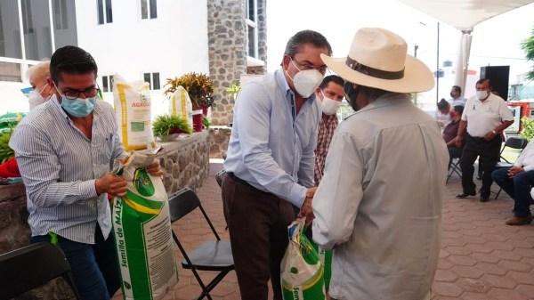104 agricultores de Jiutepec reciben apoyo con semillas de maíz variedad zapata y fertilizante