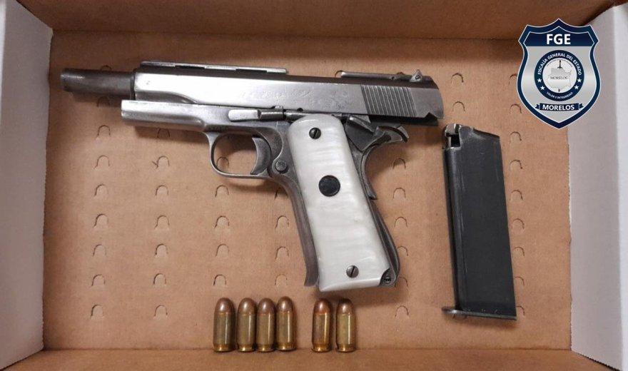 """Detenido en Temixco miembro de la banda de """"El Señorón"""". Tenía en su poder un arma de fuego calibre .45 y 53 dosis de droga"""