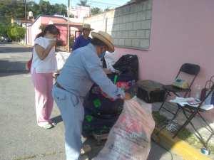 """En Jiutepec llevan a cabo el programa """"Trueque autosustentable en tu comunidad"""", donde intercambiar residuos sólidos por comida"""