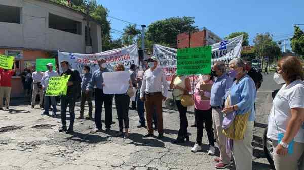 Extrabajadores y Jubilados del INEEL protestan por falta de pagos y bloquean vías en Cuernavaca