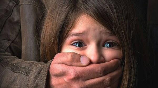 Abusaba sexualmente de sus hijastras de 7 y 8 años de edad y se escondió en el municipio de Jiutepec