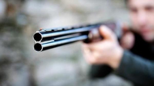 Le dispara a su hermano con una escopeta, porque el perro había ensuciado el jardín. Ahora tendrá que pagar más de 60 mil pesos de multa