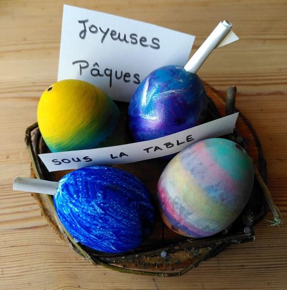 le message caché dans les œufs de Pâques.