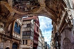 Rouen, la voûte du gros horloge