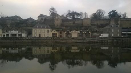 Après une journée de berge, me voici dans le belle ville de Mayenne