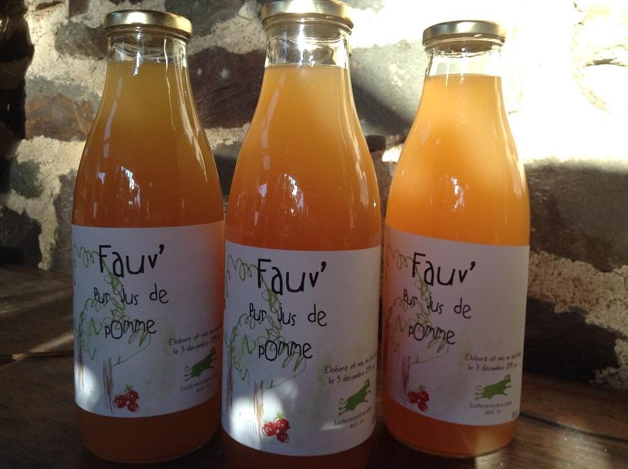 Le jus de pomme artisanal est vendu en bouteilles de 1L