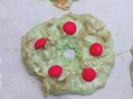 Couronne de Noël en corn flakes et guimauve