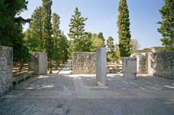 Memorial Kampor, Rab. Vestíbulo (foto W. Thaler)