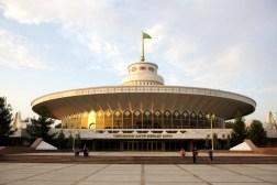 Circo de Ashgabat de 1978, arq. Arif Zeynalov. reformado en 2008.