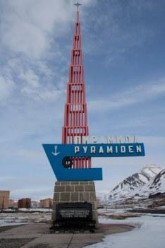 Pyramiden: monumento de la entrada