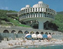 Sanatorio Druzhba en Yalta, Crimea. 1985. arquitectos: I. Vasilevsky, Y. Stefanchuk, V. Divnov, L. Kesler