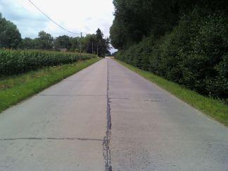 Idéal type d'une route belge de campagne( ici devant le relais)...Prêt pour un run?