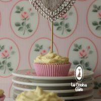 Cupcakes Red Velvet rellenos de chocolate blanco