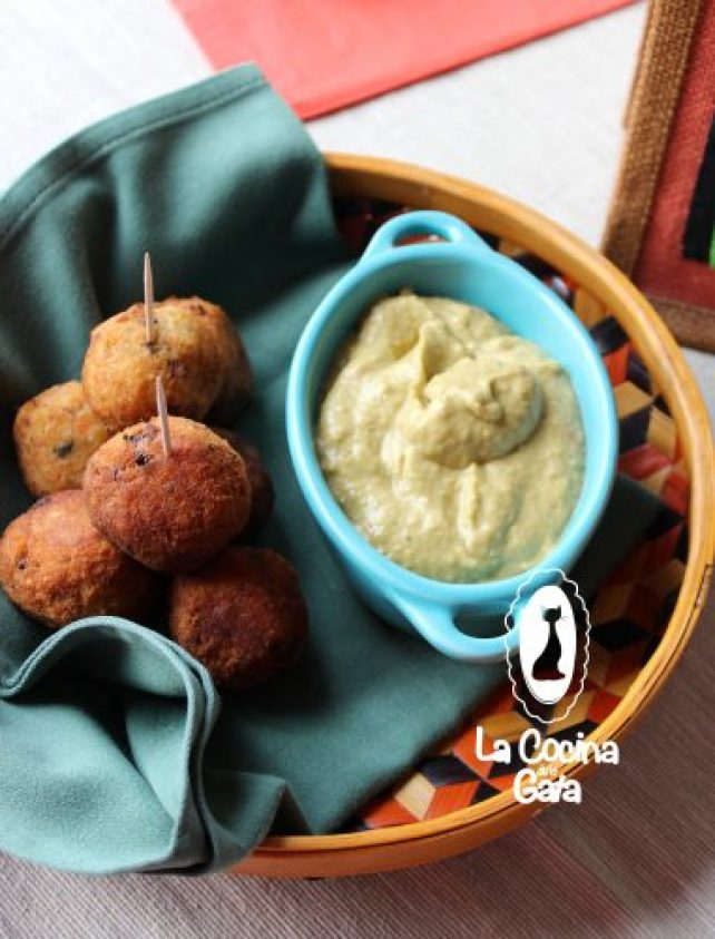 Buñuelos de yuca atún y mejillones con salsa guasacaca ¡tapas para todos!