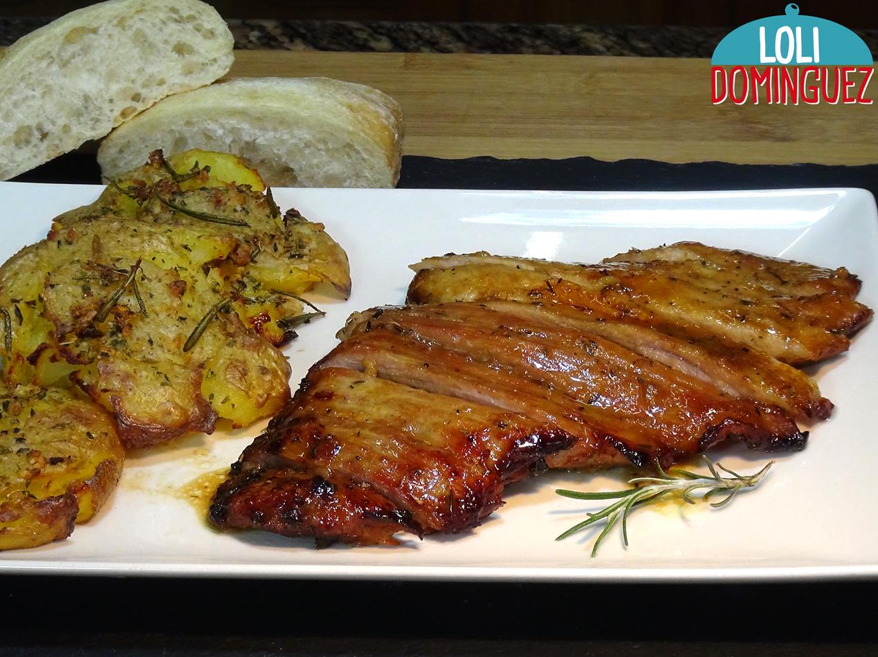 SECRETO DE CERDO AL HORNO Y PATATAS APLASTADAS. Receta ideal para fiestas, el secreto de cerdo es una pieza de carne muy jugosa y tierna del cerdo, preparada de esta manera aún queda más sabrosa y la podemos comprar a muy buen precio