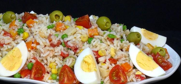 ENSALADA DE ARROZ, FACIL, SALUDABLE, ECONOMICA Y DELICIOSA; Este tipo de ensaladas son comida completa que podemos dejar hecha con horas de antelación y que esta riquísima