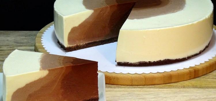 TARTA DE QUESO CON CHOCOLATE SIN HORNO. Una tarta que cuando la cortas es toda una sorpresa para la vista y está absolutamente deliciosa, con ella vas a sorprender a familia y amigos seguro.
