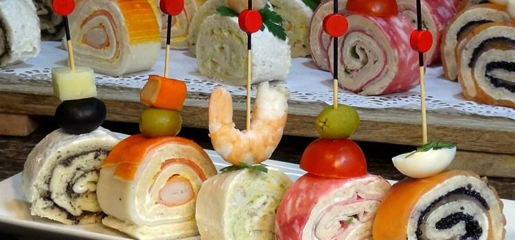 ESPECIAL NAVIDAD CANAPÉS ENROLLADOS FÁCILES. Especialmente en navidad es tradición en casi todos los hogares preparar una selección de canapés para todos los gustos de nuestra familia, estos son especialmente bonitos y deliciosos que va a sorprender a todos