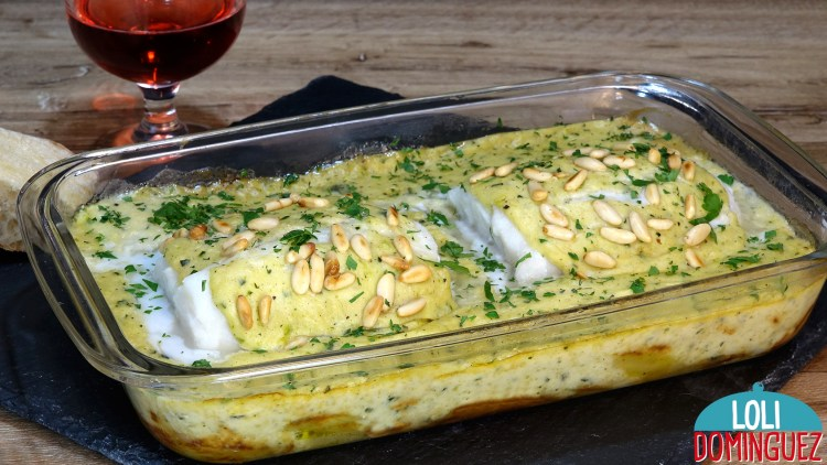 BACALAO AL HORNO CON PATATAS Y BECHAMEL DE CALABACÍN. Una receta que te sorprenderá por su sabor y textura, la combinación de ingredientes esta riquísima, las patatas tiernas, el bacalao jugoso y todo ello mezclado con una salsa bechamel con el sabor del calabacín