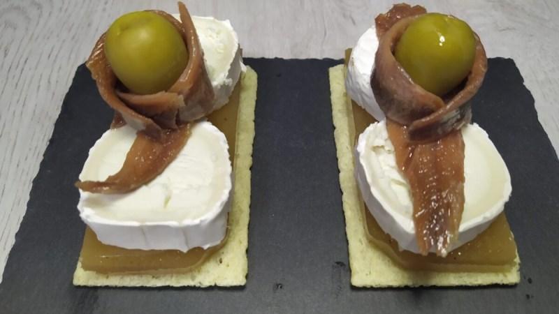 canape de queso de cabra, anchoas, membrillo y aceitunas