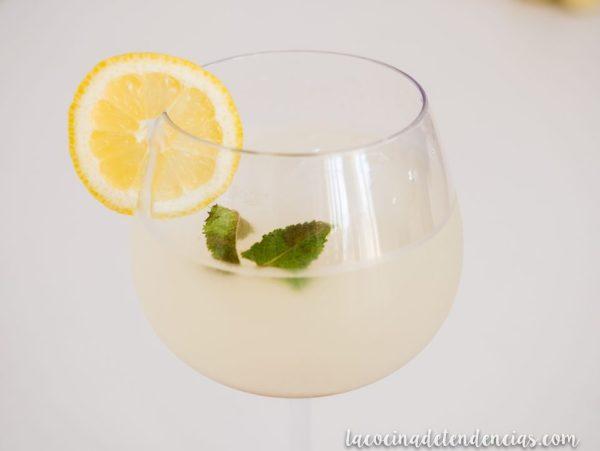 Limonada casera con hierbabuena y sirope de Arce