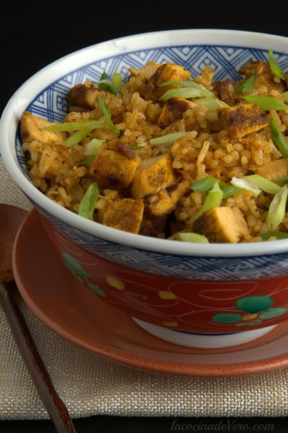 arroz frito con pollo y curry tailandes