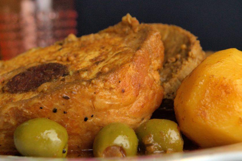 Lomo de cerdo mechado en salsa de Coca-Cola y mostaza