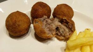 croquetas-holandesas-de-carne-bitterballen-003-2