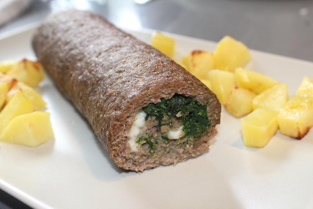 Rollo de carne relleno de espinacas y queso