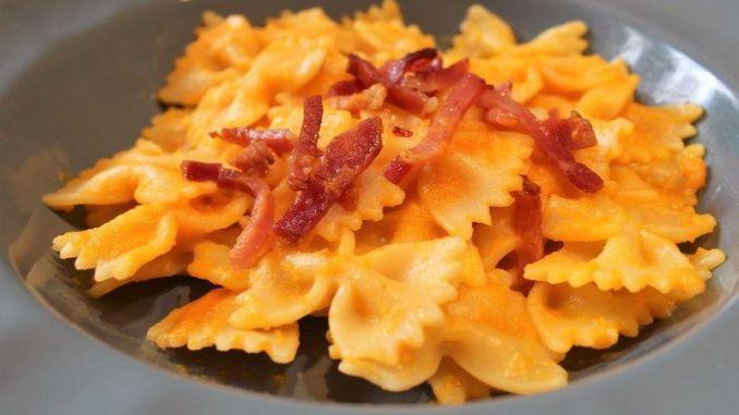 pasta-con-calabaza-y-speck-crujiente