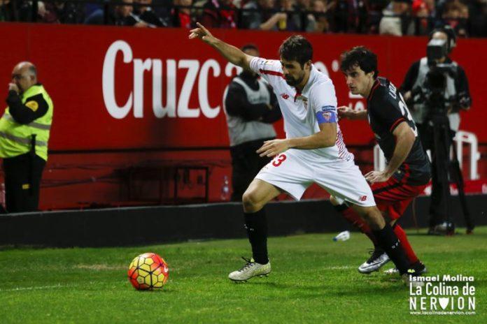 Coke durante el encuentro Sevilla FC - Ahletic de Bilbao Imagen: Ismael Molina