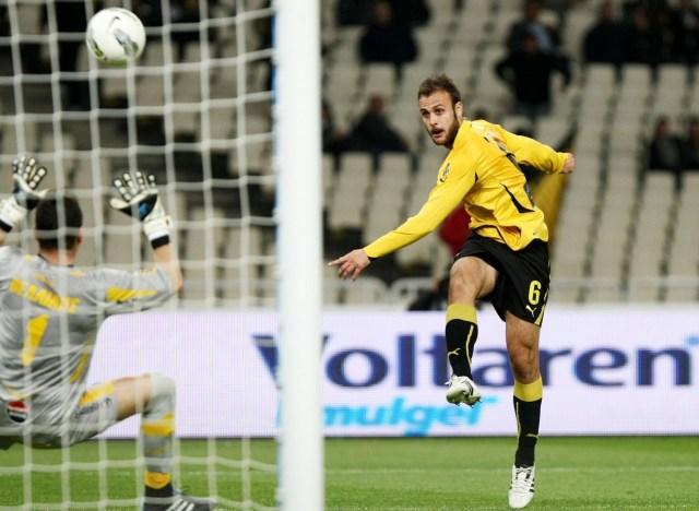 """Juan Torres """"Cala"""" en uno de sus partidos de la liga griega, en el AEK Athenas."""