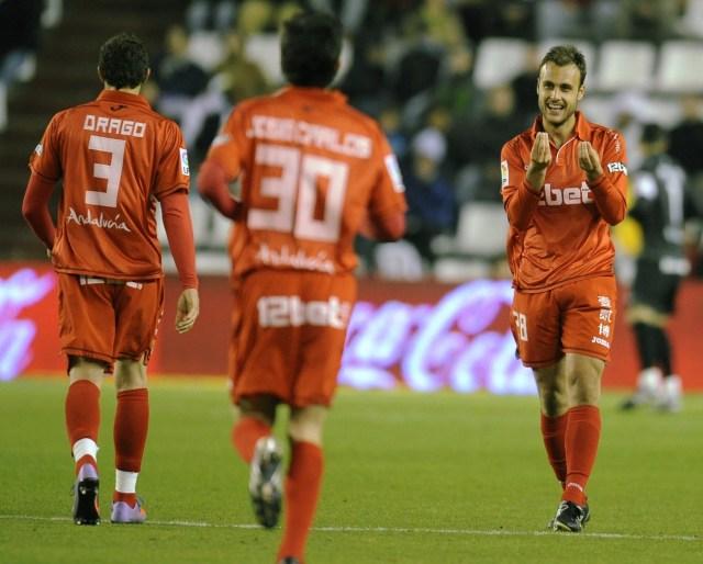 Juan Cala celebrando un gol en uno de sus primeros partidos con la elástica nervionense. | Foto: Felix Ordonez