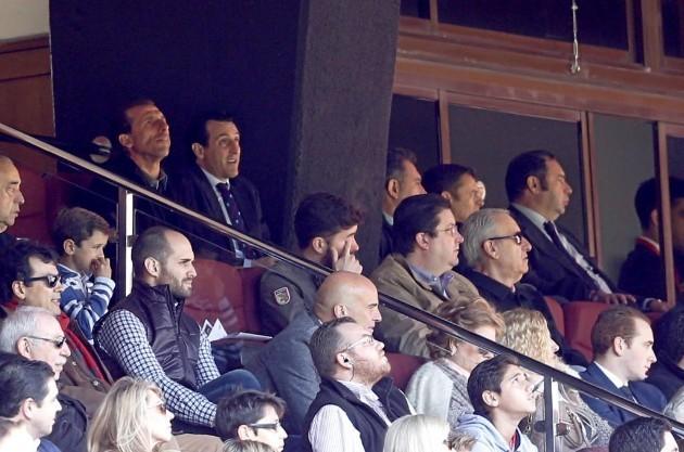 Unai ve el partido desde la grada   Imagen: Ramón Navarro