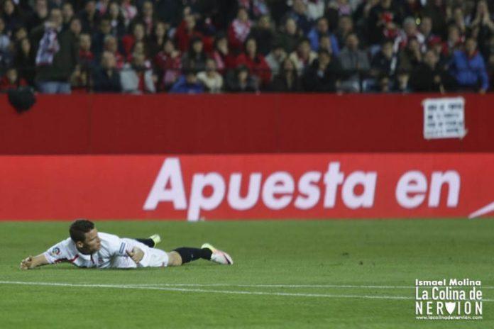Gameiro durante el partido ante la Real Sociedad | Imagen: Ismael Molina