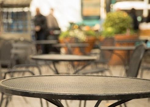 Italia, bar e ristoranti dal 1° giugno ci si potrà sedere all'interno. Le regole del Cts