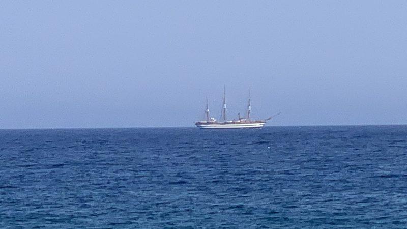 L'Amerigo Vespucci solca le acque dello Jonio: passaggio da Siderno