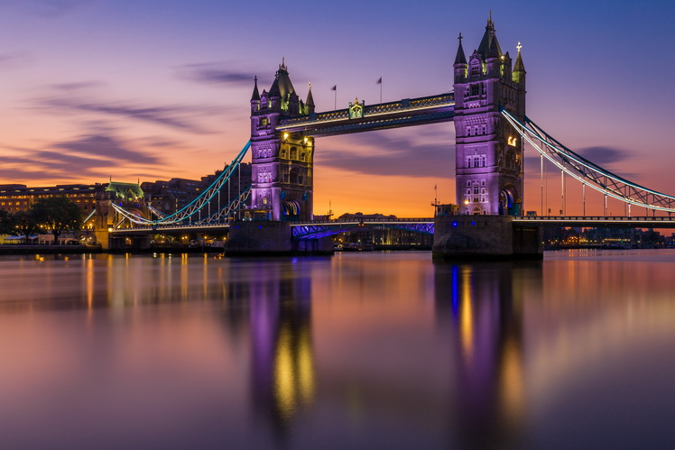 Tower Bridge la rasarit