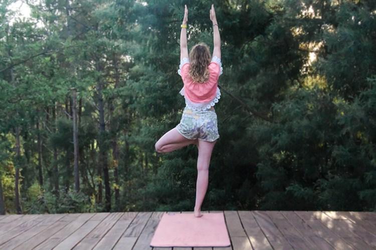 30 jours de yoga posture arbre