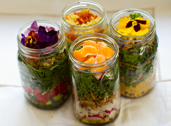 The use of Mason jar for salad
