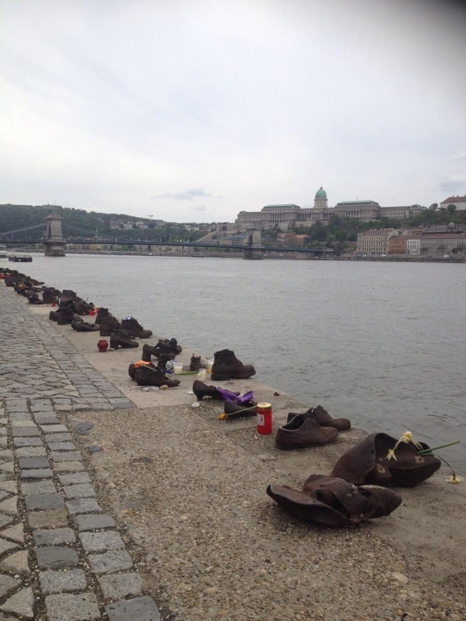 Zapatos del río Danubio