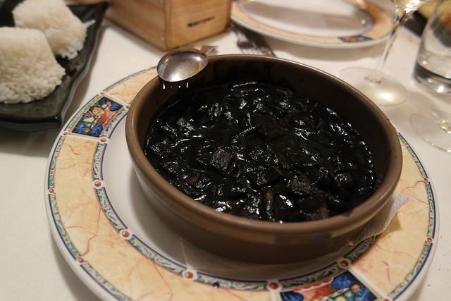 Calamares en su tinta, comer en Gijón