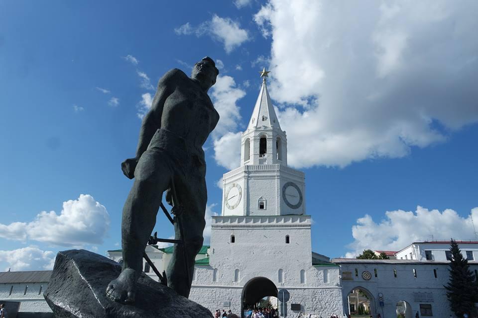 estatua-de-musal-kalil-kazan