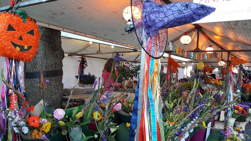 Mercado de las flores previo Halloween