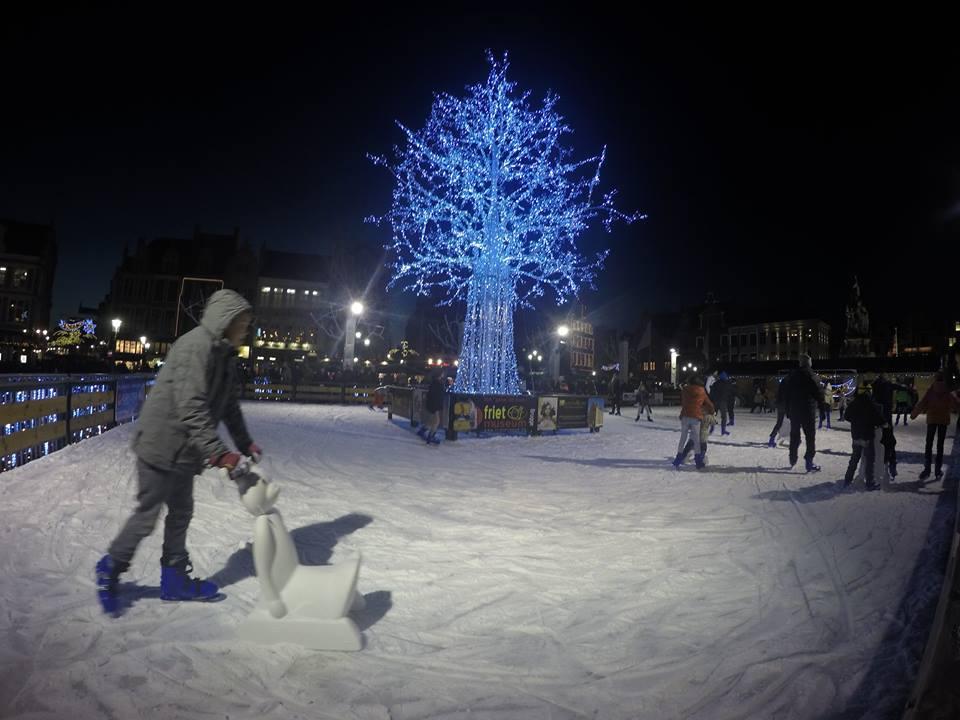 pista-de-hielo-brujas-mercadillos-de-navidad-en-flandes